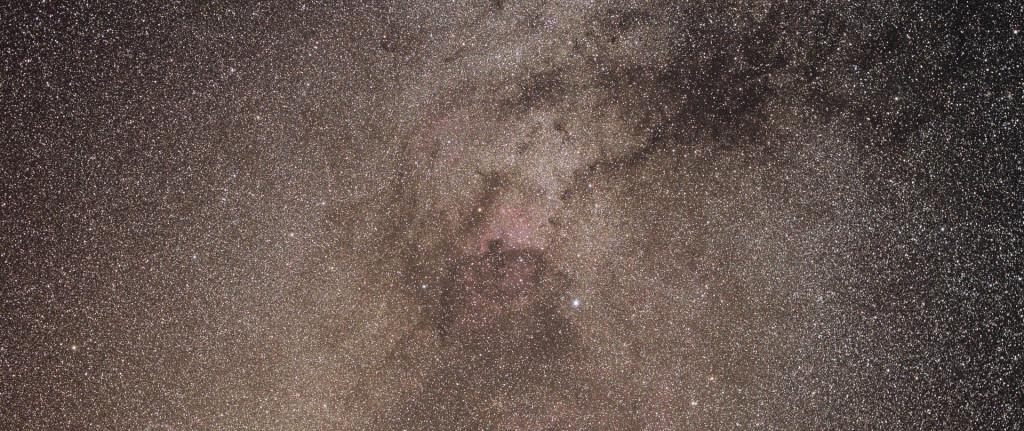 Linnutee Luige tähtkujus. Pildistatud teleskoobimonteeringult, kasutades Canoni peegelkaamerat ja normaalobjektiivi.